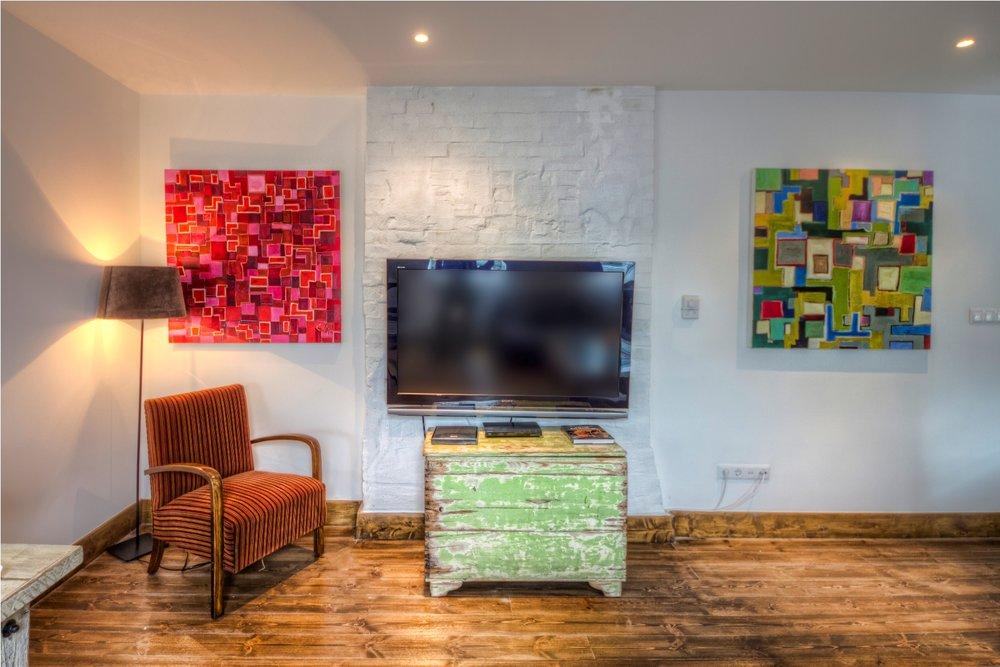 Apt23_livingroom1.jpg