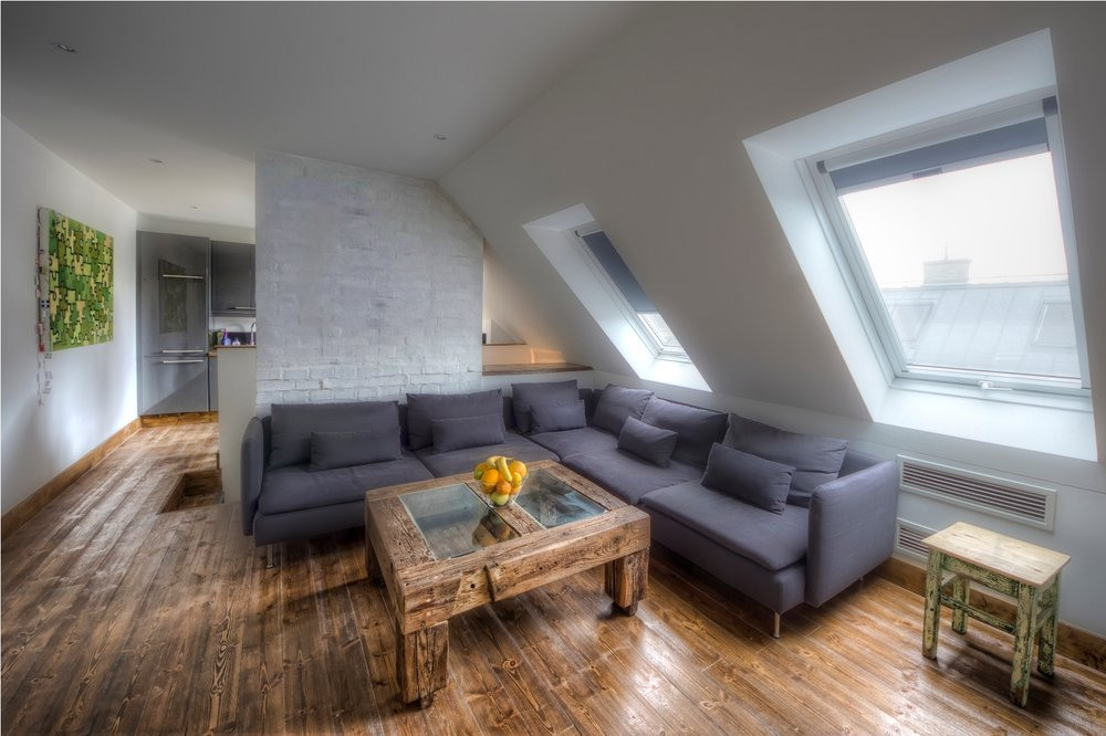 Apt23_livingroom2.jpg