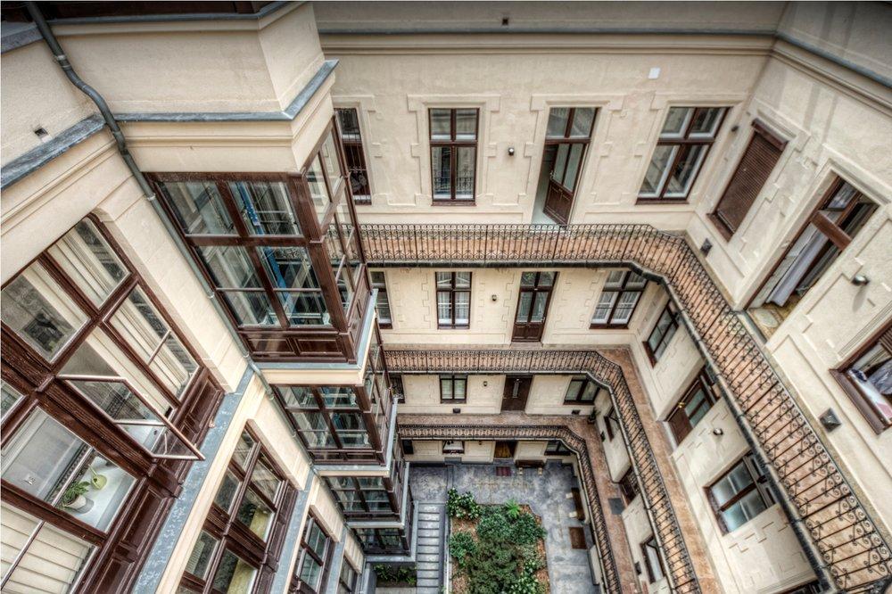 BA-courtyard2.jpg