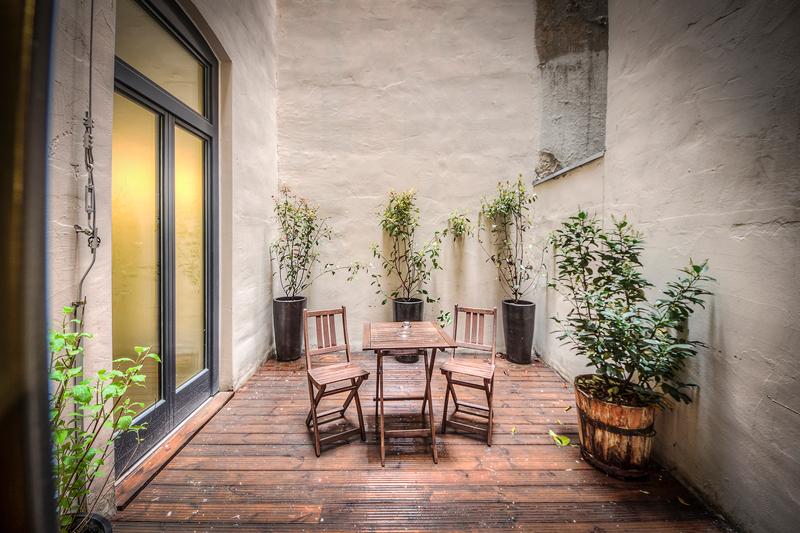 Apt4_terrace.jpg
