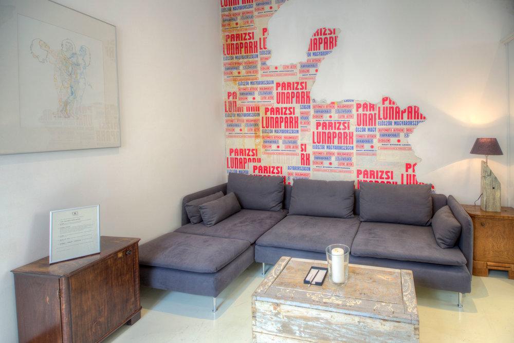 apt17-sofa.jpg