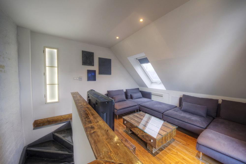 Apt22_livingroom3.jpg
