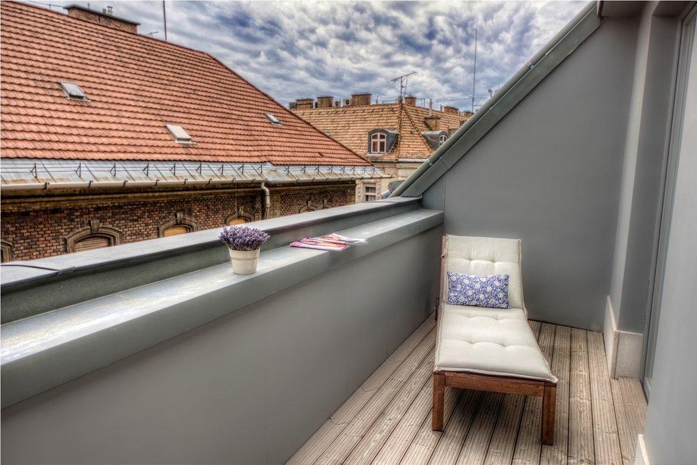 Apt21_terrace2.jpg