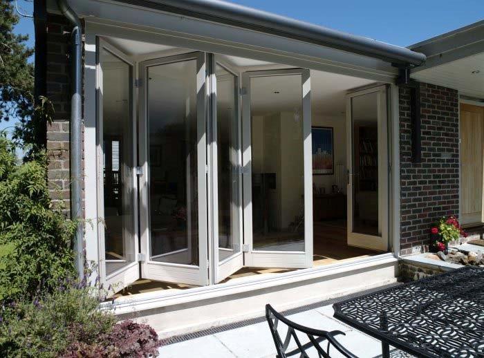 modernist house (700x518).jpg