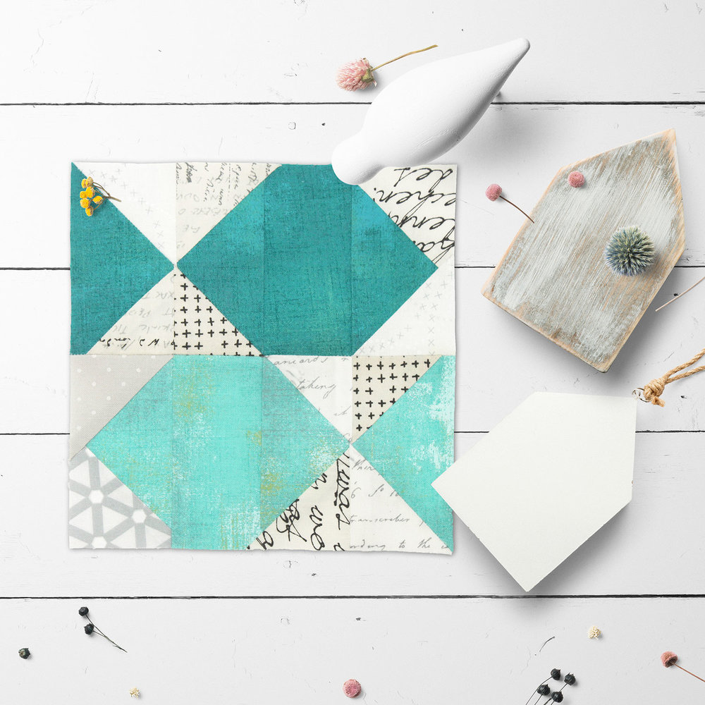 Free quilt along Blockheads 2018, Block 20: Go Fish Fabrics used in the block are from Moda, Basic Grey GRUNGE and Zen Chic PAPER and MORE PAPER