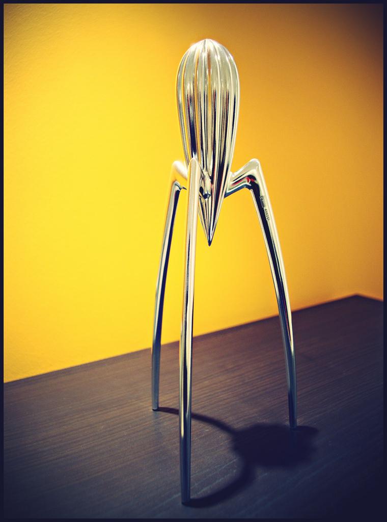 - 2. Storcătorul de lămâi Alessi by Philippe Starck