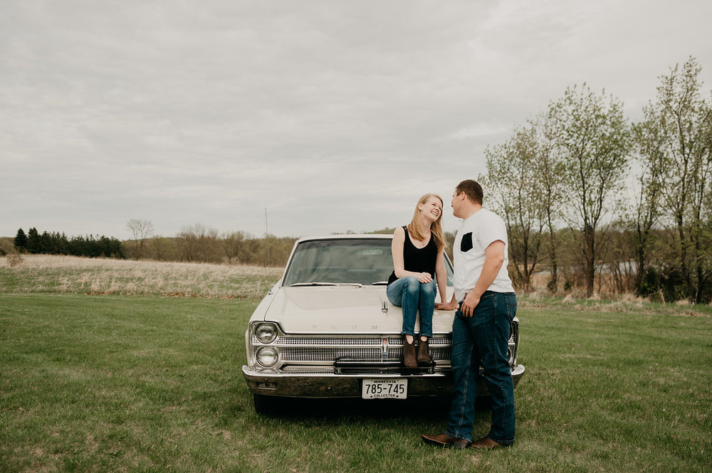 Vintage Engagement Session / Vintage Car Engagement Photos / Vintage car engagement pictures / vintage engagement session / Vintage summer engagement