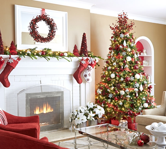 Holiday Decor - A Good Eye creates a holiday decorating plan that accents the best features of your home.