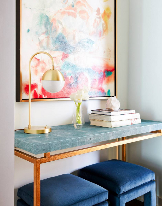 trend-we-love-velvet-accents-blue-and-gold-entryway-navy-velvet-stools-under-console-table-578d1cd081c866970ee81699-w620_h800.jpg