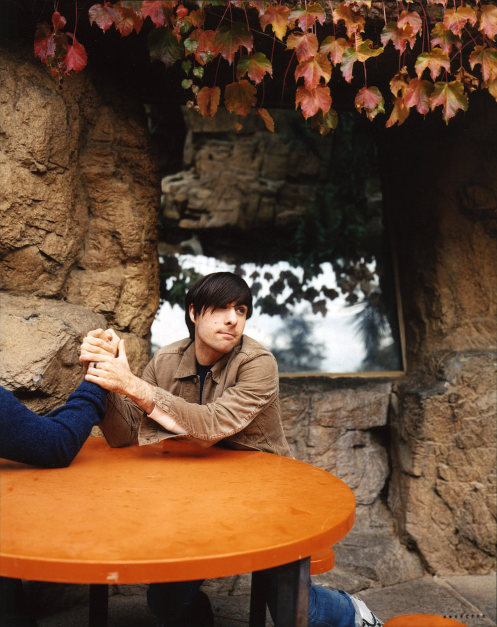 jason.schwartzman.armwrestle.jpg