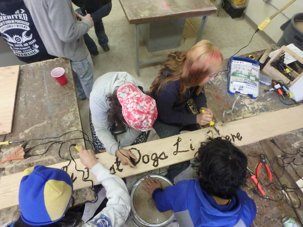 Minto Spring Carnival students work together to make kennel sign.