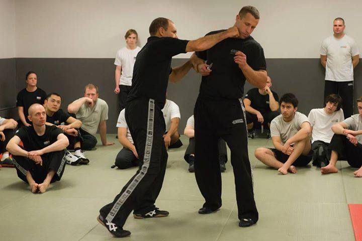 Eyal Yanilov teaching striking techniques.