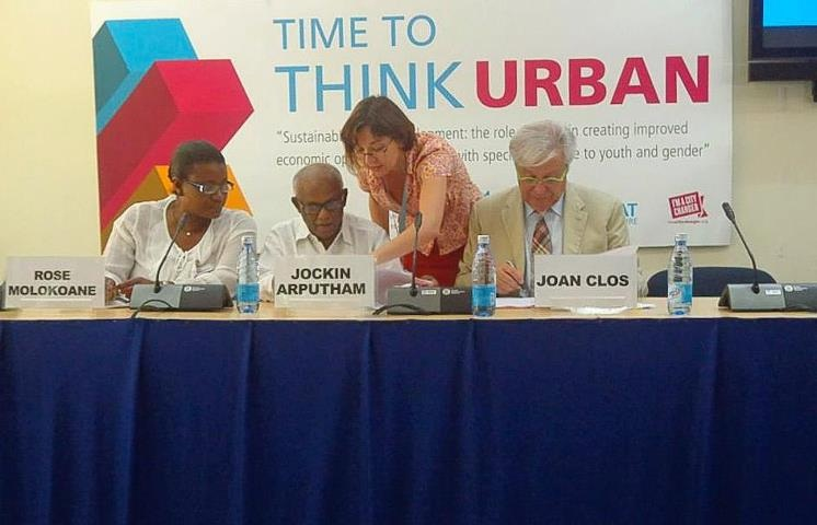 Left Jockin Arthprum(SDI President) and UN-Habitat Executive Director, Juan Clos sign the MOU in Gigiri, Nairobi.