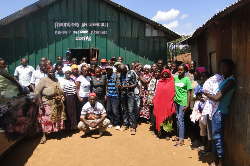 Studio organisers pose for a group photo with members of Kiandutu settlement