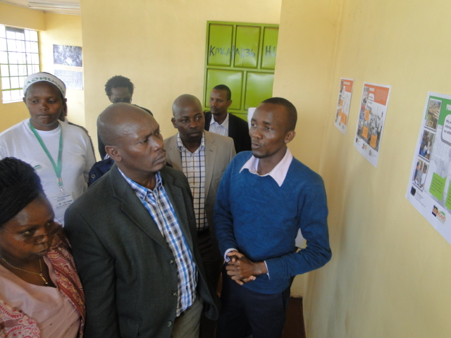Governor William Kabogo is taken through the Profiling and Mapping methodology by Killion Nyambuga a technical support officer with Muungano wa Wanavijiji.