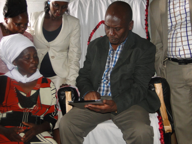 Governor William Kabogo, enumerates one of the Households in Kiandutu-Molo during the official launch of the Settlement Profiling, enumerations and Mapping exercise.