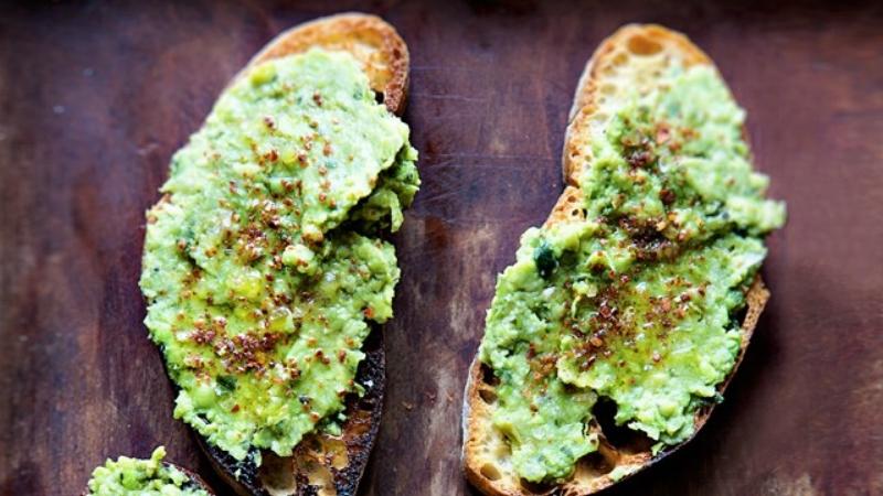 toast-with-lemony-pea-mash-646.jpg