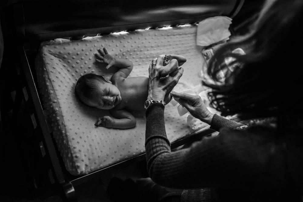09-lifestyle-newborn-photographer-jacksonville.jpg