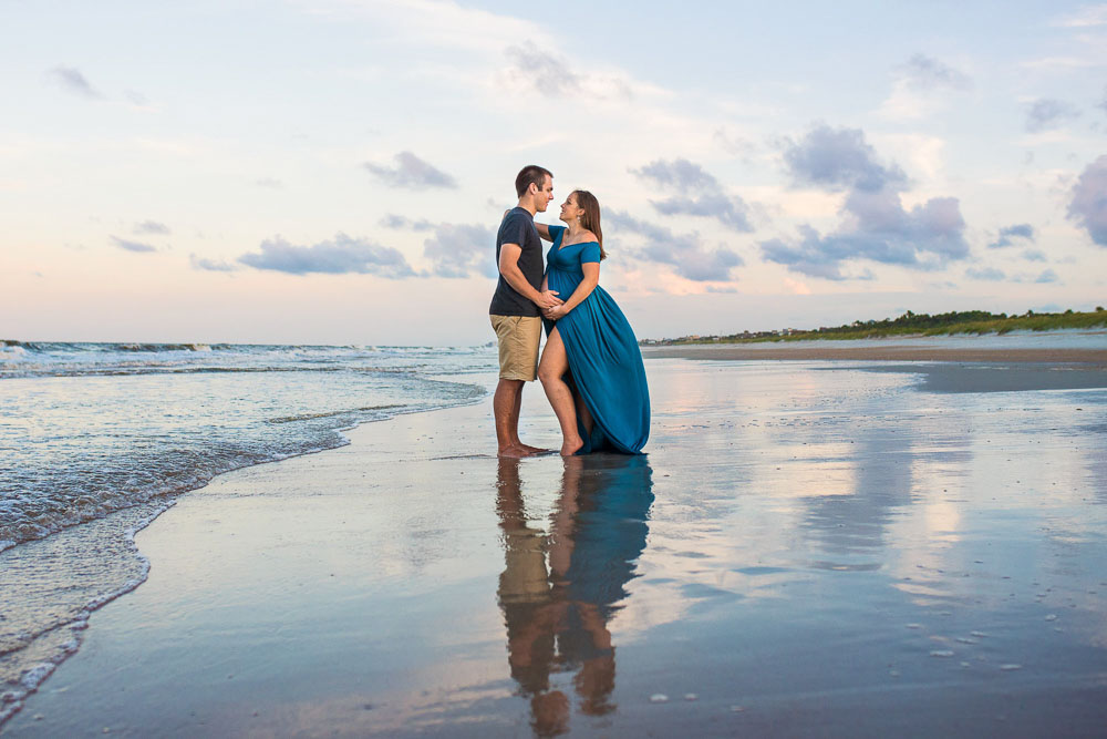 A Jacksonville Beach couple poses for a maternity session at the beach with Dallas Arthur Photography. Dallas specializes in birth photography.