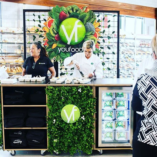 Now that's an awesome pop up kiosk! We had the pleasure of project managing this custom built modular stand for @youfoodz . . . . . #floriststyling #greenery #foliagedesign #mesh #trellis #handmade #byhand #craft #style #gardenlife #vmlife #workinprogress #stylistatwork #custombuilt #greenandblack #inadayswork #behindthescenes #popupfood #kiosk #foodsampling #retaildisplay #portable #modulardesign #fridgedecor