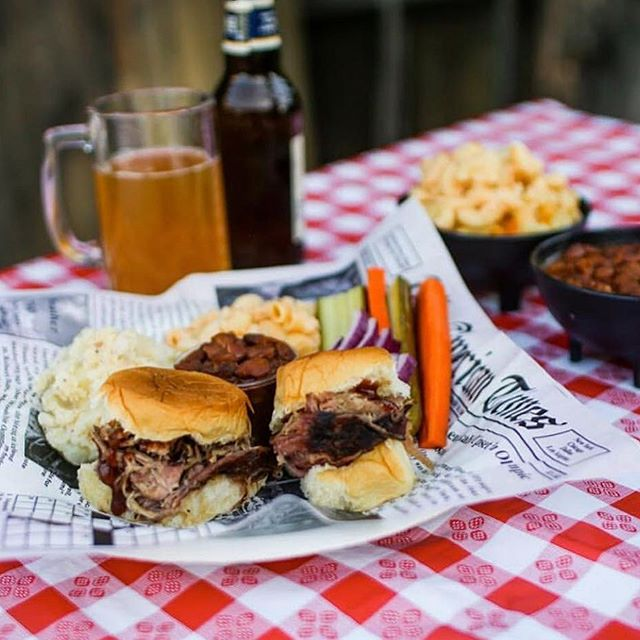 Who's excited for today's @dtsantaana art walk and @backyard.smokehouse.oc bbq! 🍗🍖 We want to see ya share some goods with us! 🎉 #mcfaddenpublicmarket #backyardsmokehouse #bbq #sliders #dtsantaana #artwalk