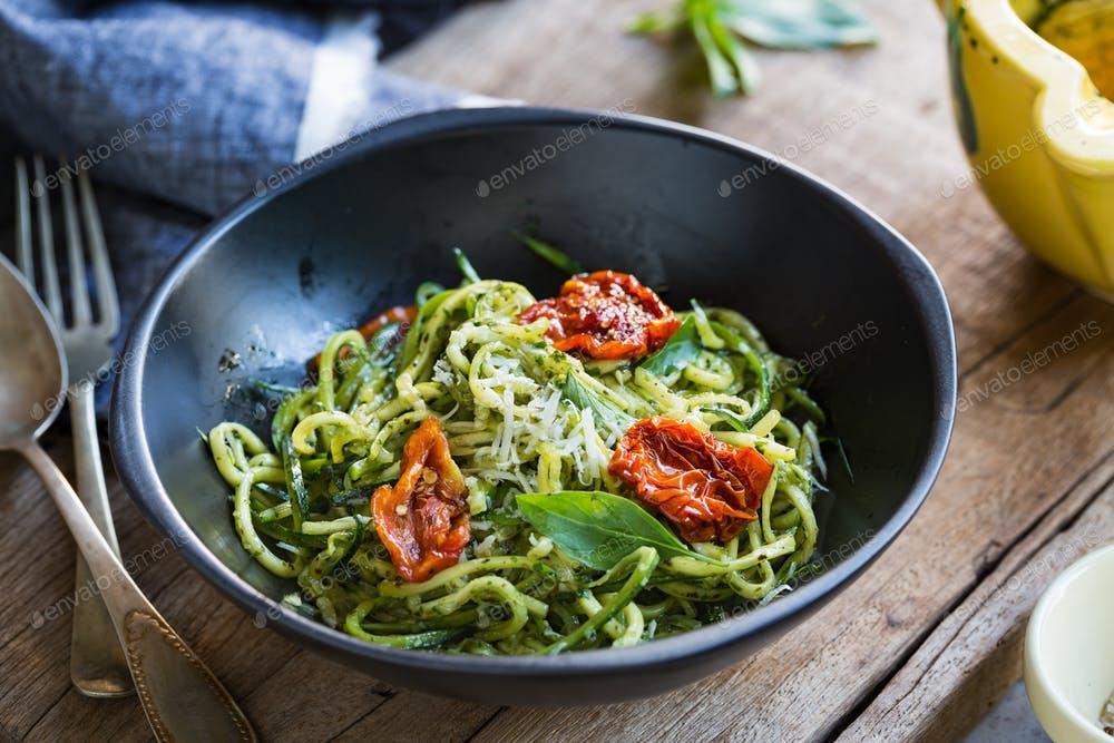 Zucchini+pasta+pesto+1.8b.jpg