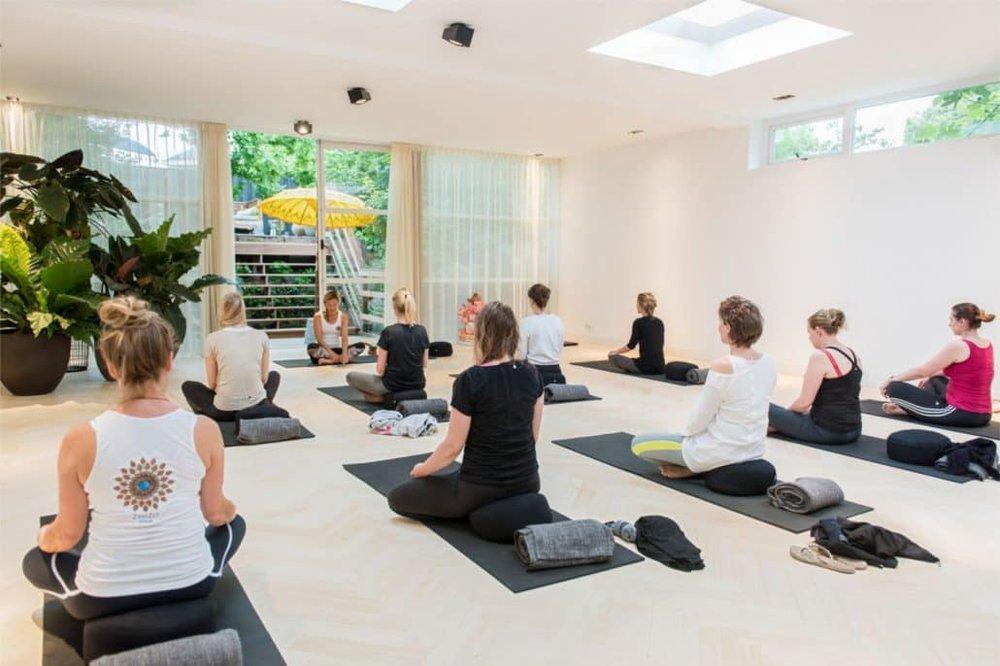 Yoga-sessie-Het-Lichthuis-groot-1030x686.jpg