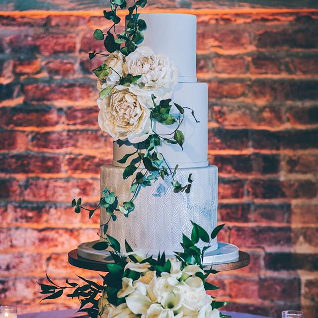 Epically gorgeous #weddingcake.  #weddingphotography #weddingphotographer #weddingphotos #summerwedding #weddinginspiration #weddingseason #weddingphotos #cake #dessert #weddingfavors #food #sweets #yum #delicious #flowers #cutthecake #newyorkcityphotographer #newyorkcitywedding #details #newyorkweddingphotographer #realwedding #weddingblog #modernwedding #weddingpictures #happilyeverafter #chicwedding #nikon #theknot #madisonlee #madisonleecakes