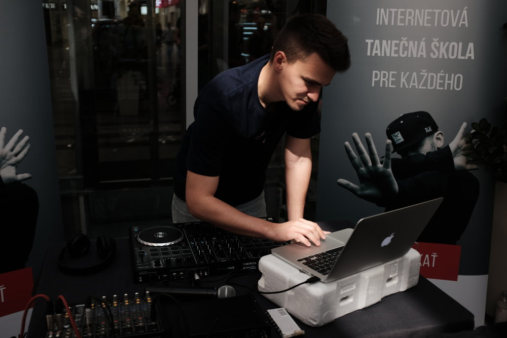 O hudbu sa stará DJ Miloš.