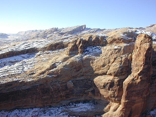 And equally great views across the canyon to the reef stretching south…