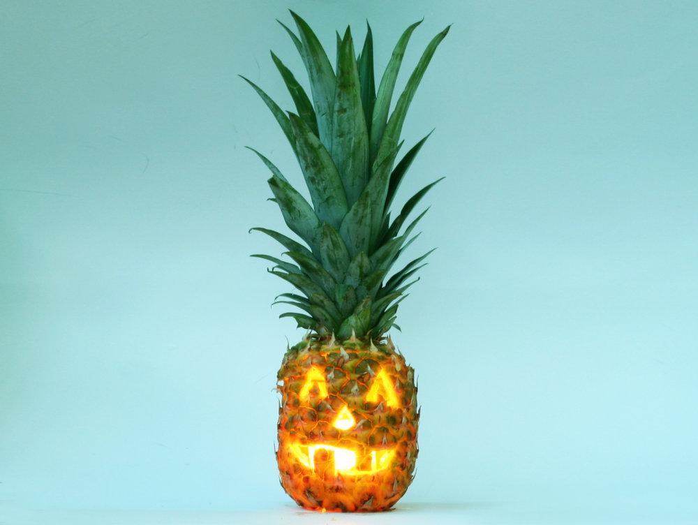 Pineapple pumpkin for a Halloween decorating idea