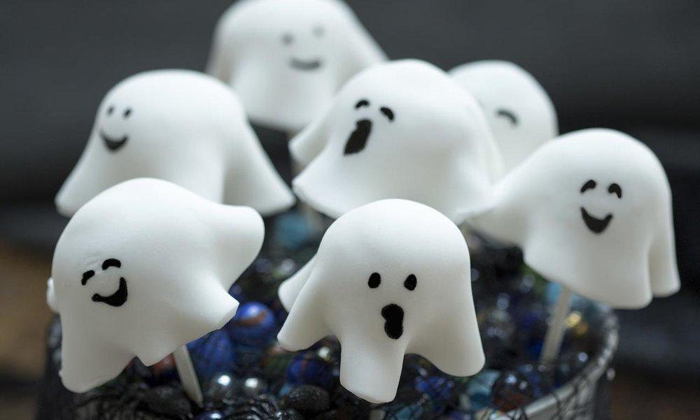Ghost cake pops for Halloween design tips