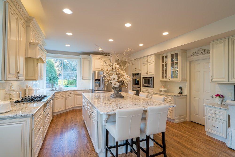 12. Kitchen.jpg