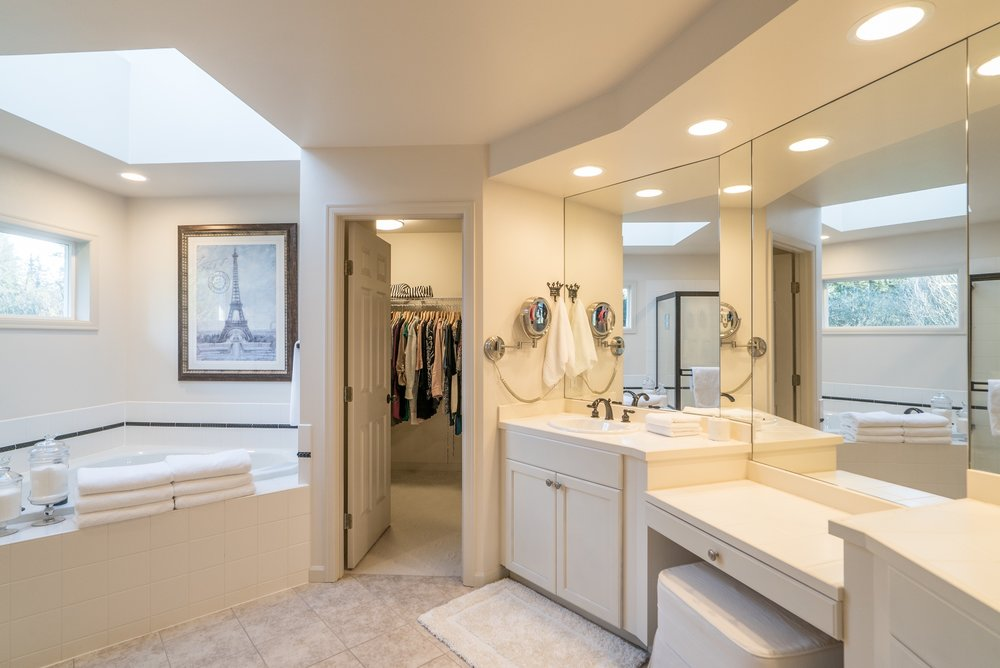 17. Master Bathroom.jpg