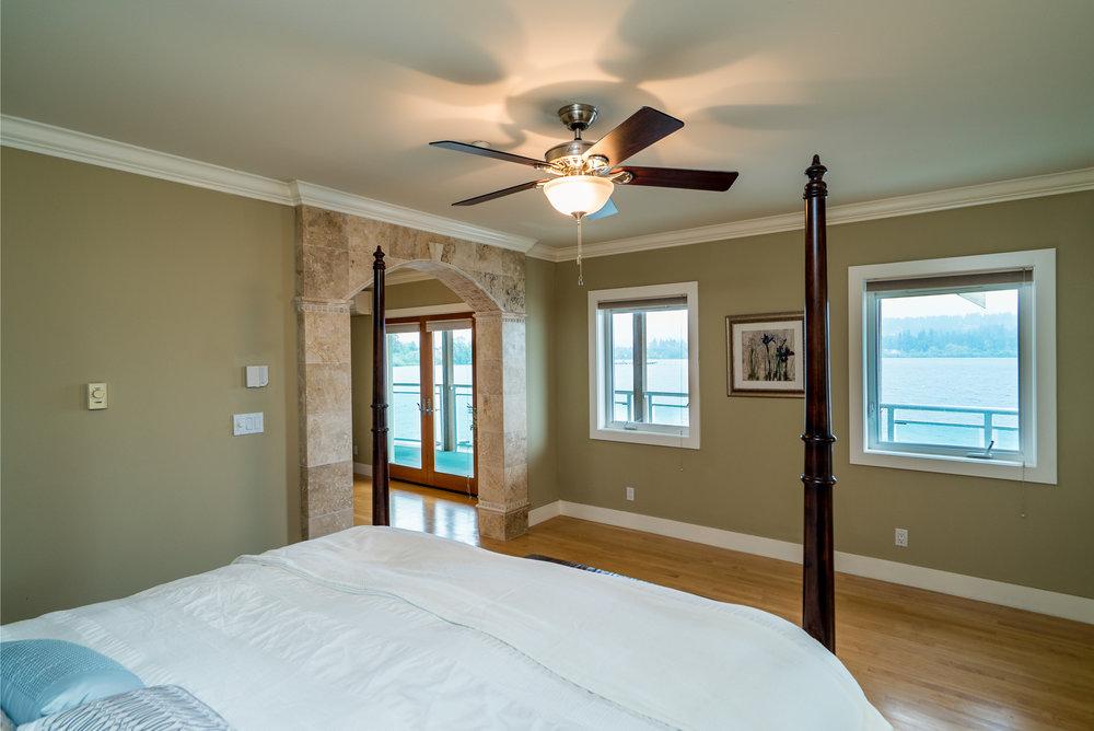 12. Master bedroom.jpg