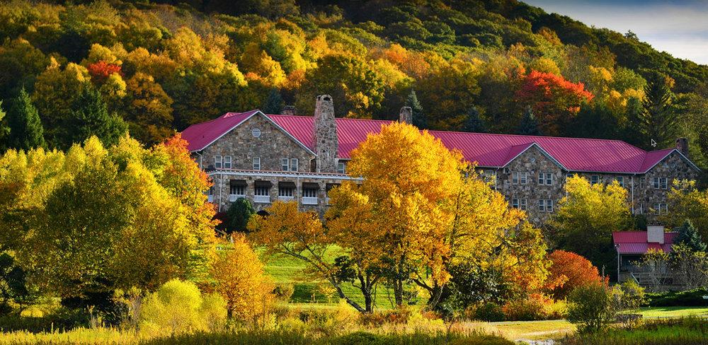 mountain lake lodge.jpg
