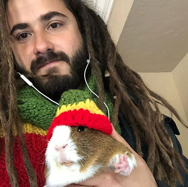 When your band mates are from Peru, you own a guinea pig and we Rasta's. Welcome Rataman. #rootsalmighty #stillreggae #rastacuy #dreadpig