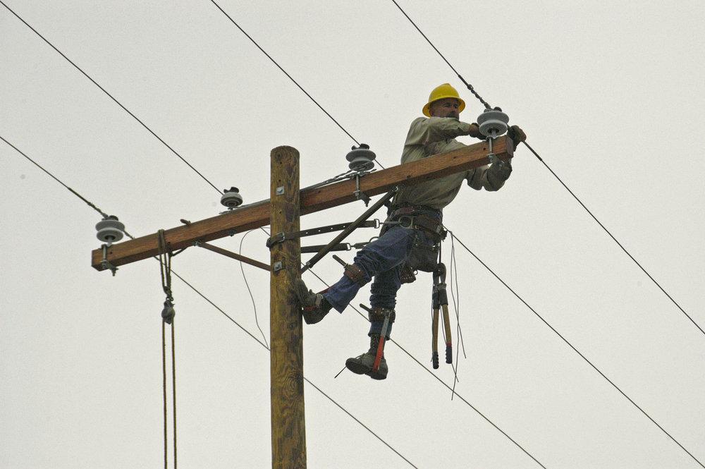 List-of-10-Most-Dangerous-Jobs-7.-Linemen-And-Roofers.jpg