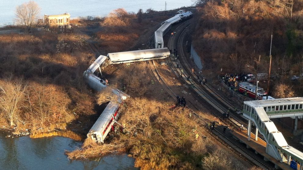 AP_NYC_train_derailment_jt_131130_16x9_992.jpg