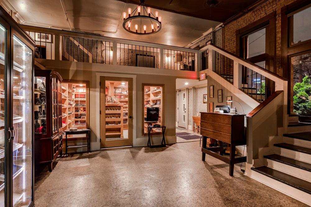Take a tour of the lounge! - Click on the image to take a virtual tour.