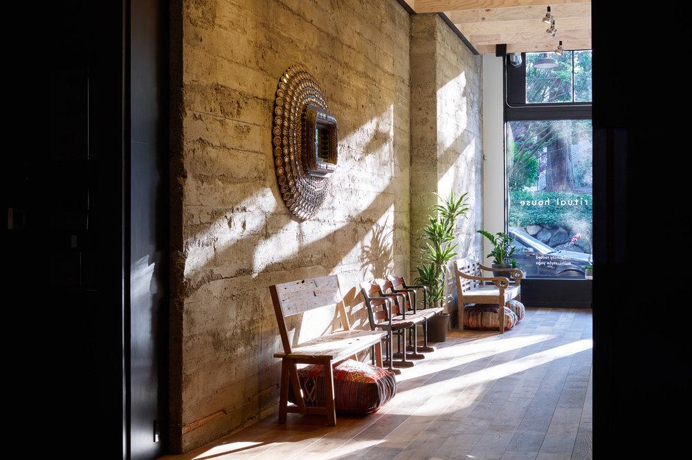 goCstudio_Ritual House_light wall(11).jpg