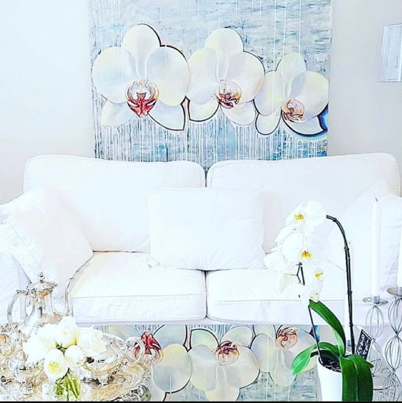 white lounge.jpg