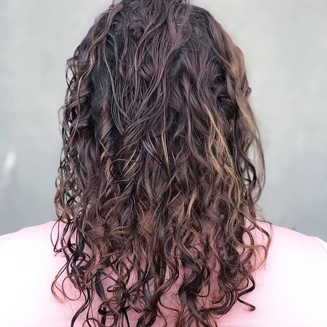 There is just something really special about natural curls. I am completely obsessed with them. #moxiescottsdale #scottsdalecurls