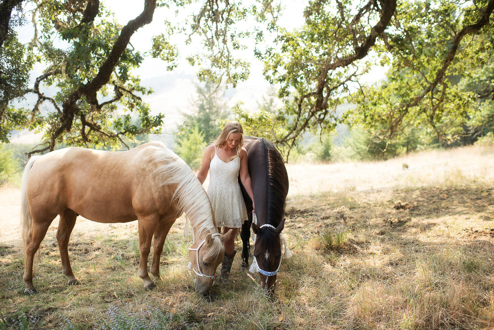 Emily-SeniorPortraits-HumboldtCounty-Parky'sPics-Horse-34.jpg
