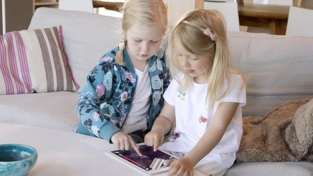 barn_iPad_lesespill_leselæring_knekk_lesekoden.png