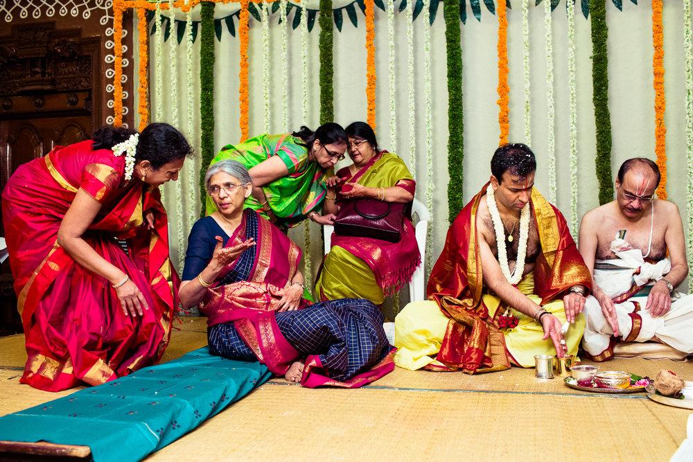tamil-telugu-candid-wedding-bangalore-0108.jpg