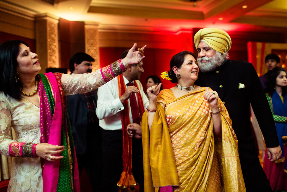 best-candid-wedding-photographer-delhi-0080.jpg