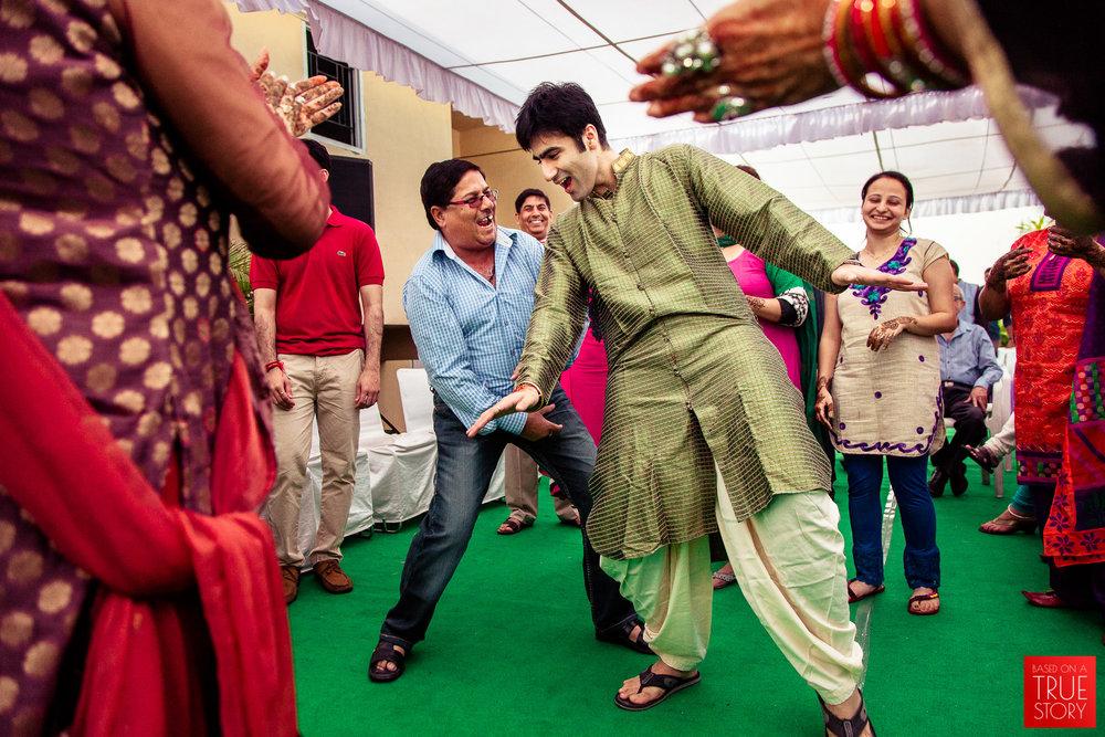 candid-punjabi-wedding-photographers-hyderabad-0008.jpg