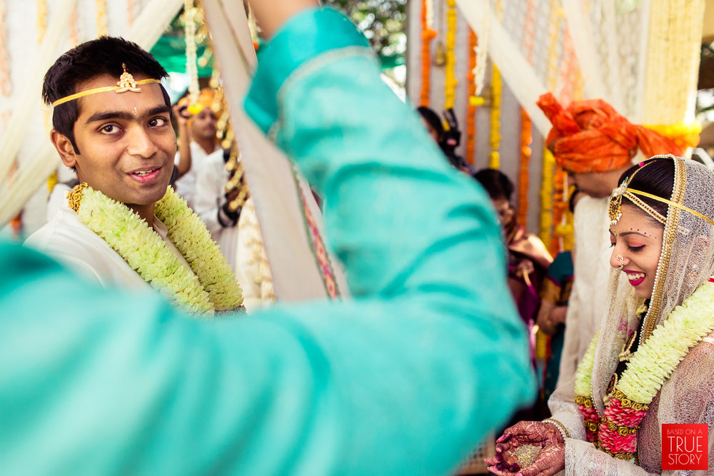 candid-wedding-photographers-bangalore-0044.jpg