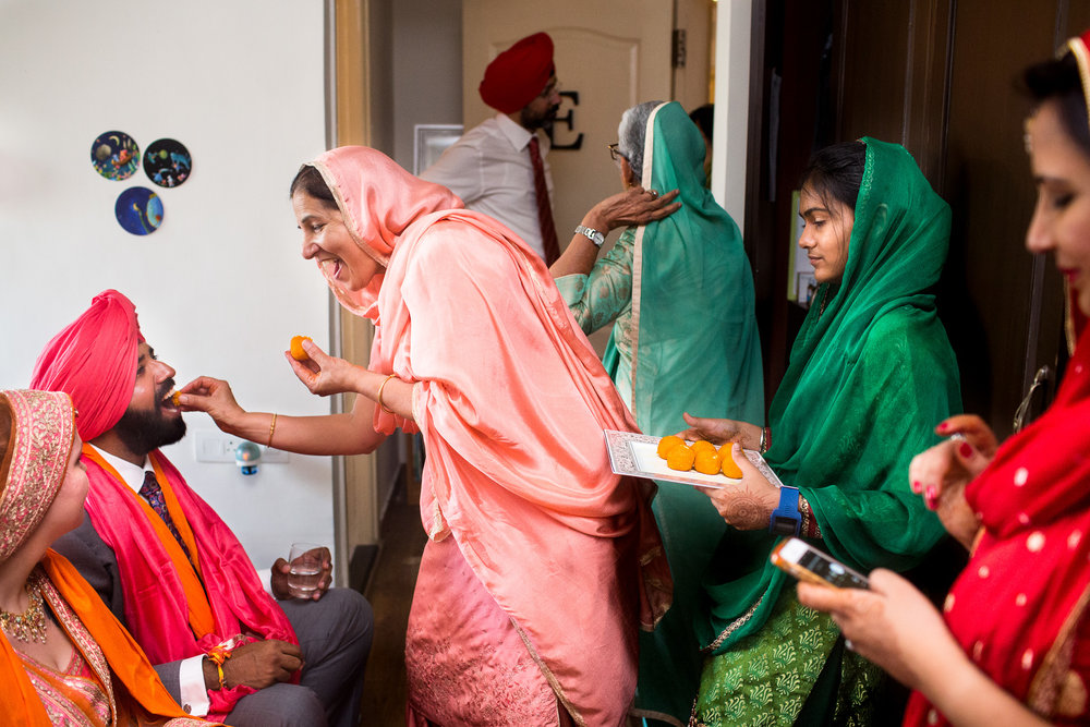 best-candid-wedding-photographer-bangalore-0022.jpg